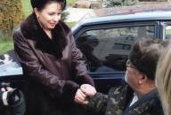 Лідія Поречкіна дарує автомобіль інваліду-ветерану органів внутрішніх справ